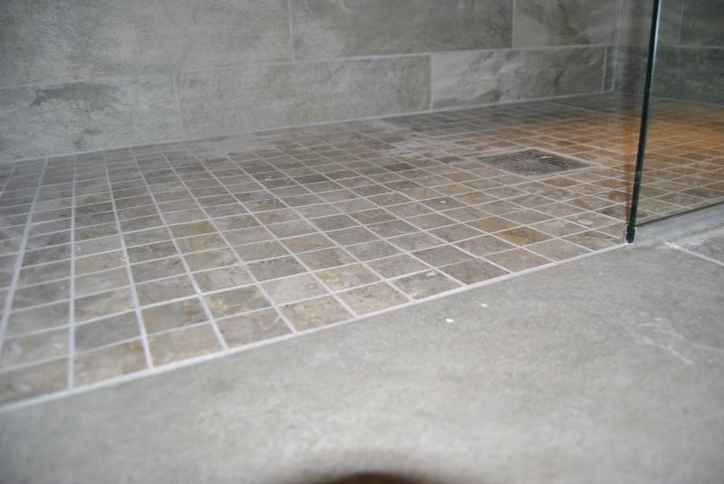 Luxury en suite installation ck bb for Wet room mosaic floor tiles